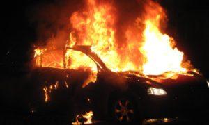autoturism incendiat