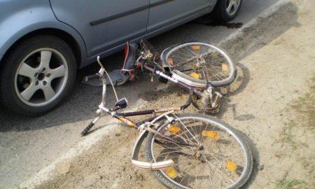 biciclist în vârstă acrosat de un autoturism în rădăuți