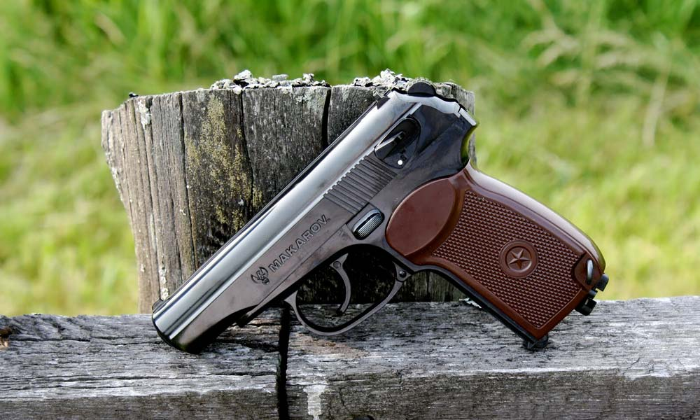pistol-makarov-cagule-manusi-gasite-intr-un-logan