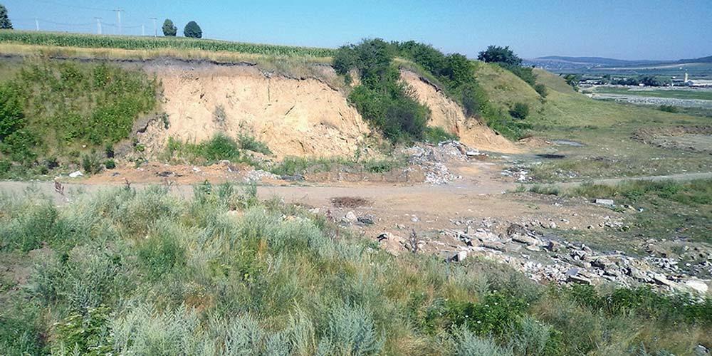 9-hectare-de-gunoaie-pe-malul-sucevei-proprietatea-scolii-speciale-bivolarie