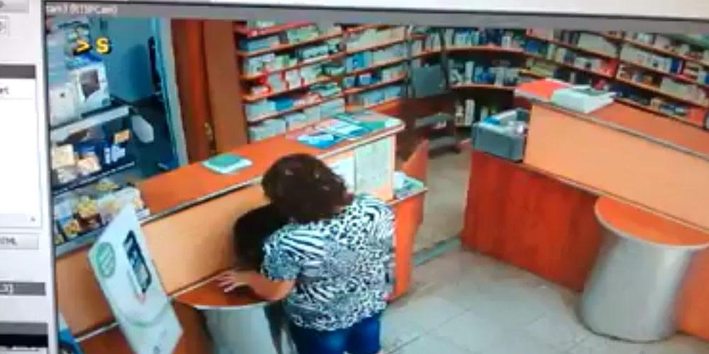 femeie-surprinsa-fura-portofel