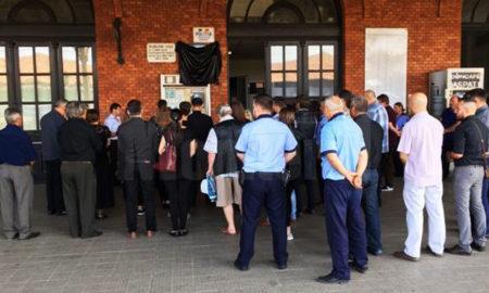 politistul-sorin-vezeteu-comemorat-de-colegi-pe-peronul-garii-burdujeni