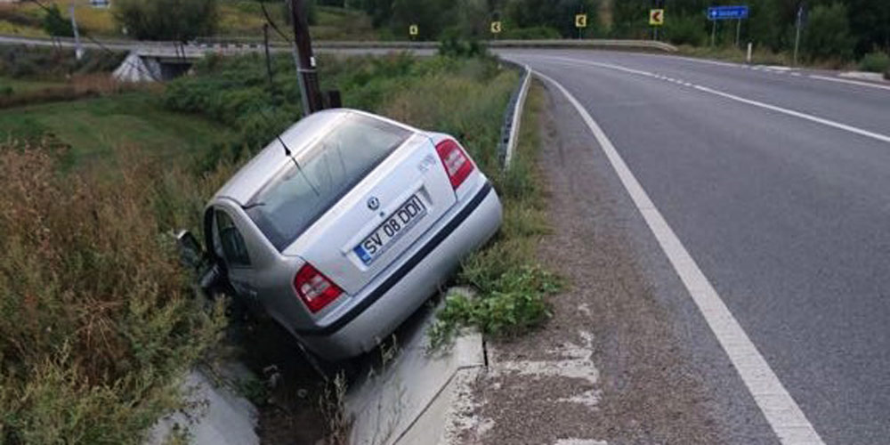 masina-rasturnata-pe-marginea-drumului-european-suceava-botosani