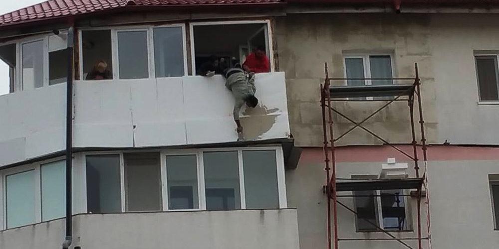 spiderman-sucevean-sau-cum-sa-tencuiesti-un-balcon-de-la-etajul-cinci-3