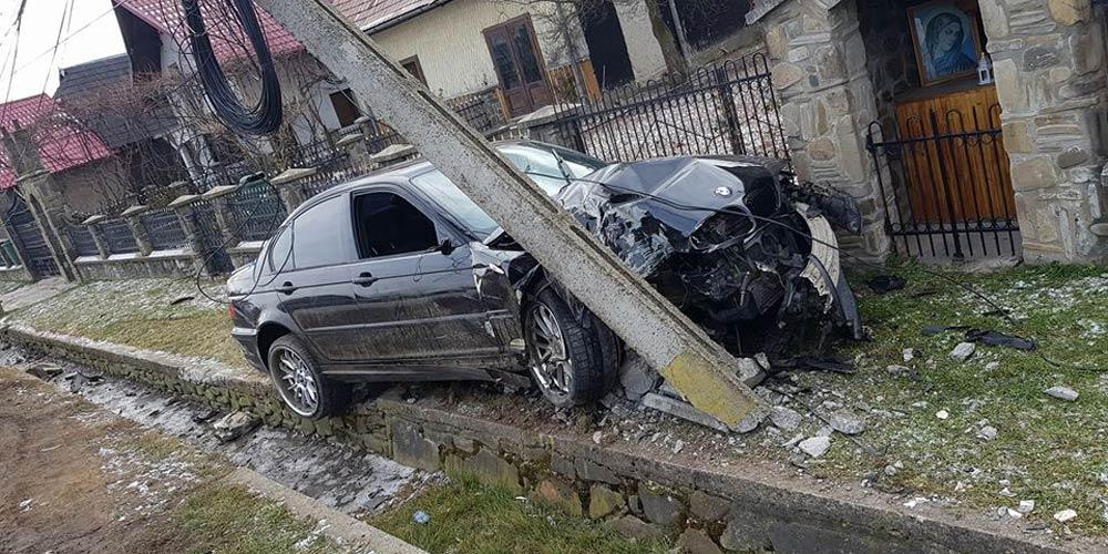 accident-in-vicovu-de-sus-o-masina-a-rupt-un-stalp-de-beton-6
