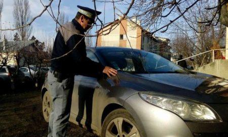 autoturism-furat-gasit-abandonat-pe-o-straduta-din-vicovu-de-sus