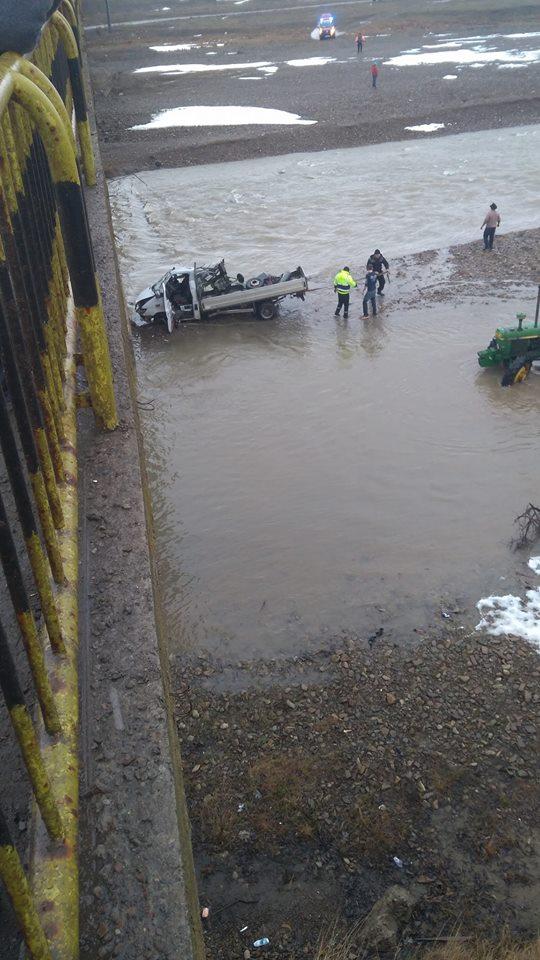 un-mort-si-doi-raniti-dupa-ce-o-camioneta-a-cazut-de-pe-podul-de-la-milisauti-5
