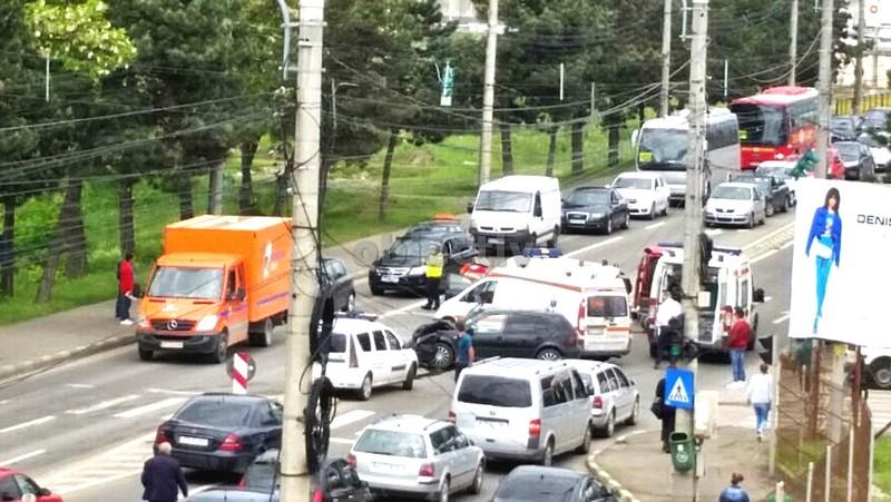 accident-cu-trei-raniti-din-cauza-unui-sofer-ce-a-trecut-pe-rosu