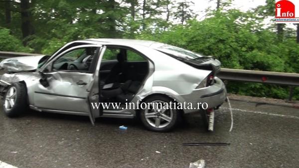 patru-persoane-ranite-in-urma-impactului-dintre-o-masina-si-un-autocar-3
