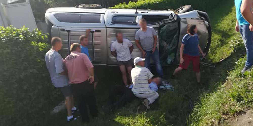 accident-grav-la-radauti-soferul-vinovat-a-ramas-blocat-sub-masina-1