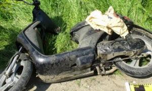 un-barbat-din-vicovu-de-sus-a-murit-dupa-ce-s-a-izbit-cu-mopedul-intr-un-copac