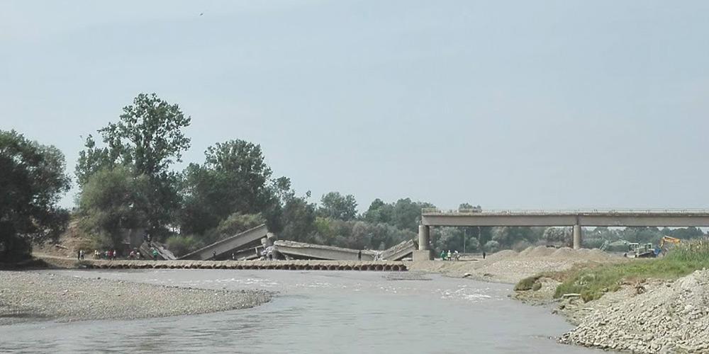 pilonii-podului-de-la-milisauti-au-fost-detonati-1