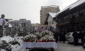 sute-de-oameni-la-inmormantarea-gabrielei-ripan,-tanara-moarta-in-cumplitul-accident-din-cluj
