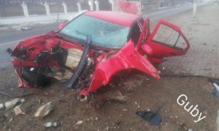 doi-grav-raniți-si-o-mașina-distrusa-intr-un-accident-la-vicov