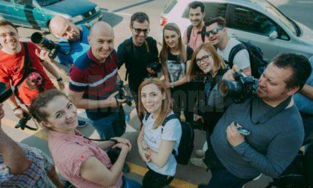 turneu-național-al-unui-fotograf-sucevean-cu-familia-și-rulota-in-scop-caritabil